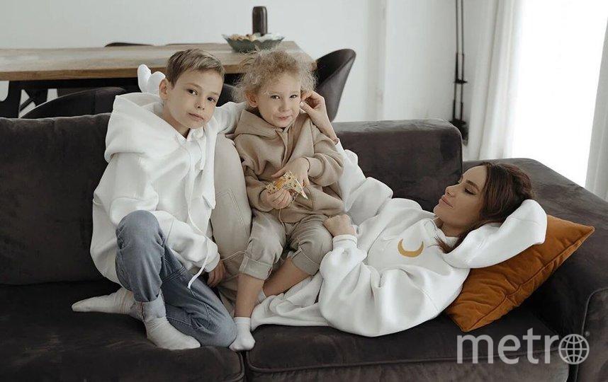 Айза Анохина с детьми. Фото instagram.com/aizalovesam.