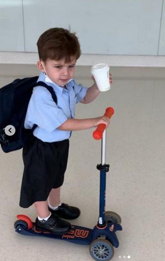 Толик едет в школу. Фото Instagram @marinayudashkina