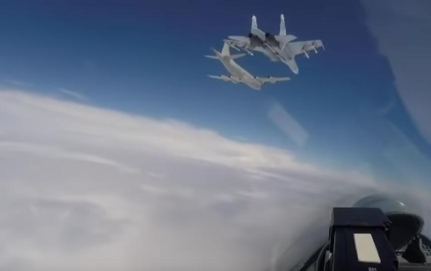 Американские бомбардировщики B-52H в небе над нейтральными водами. Фото Скриншот Youtube