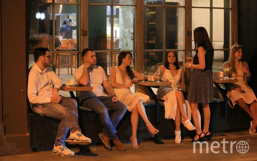 Вечер пятницы на Патриарших. Фото Василий Кузьмичёнок