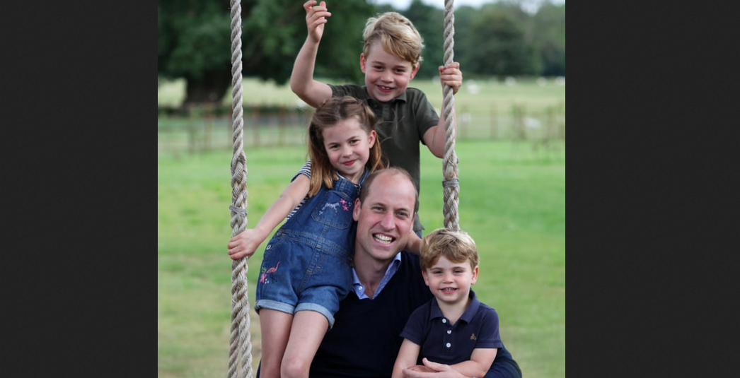 Принц Уильям с детьми в Анмерх-холле. Фото Getty