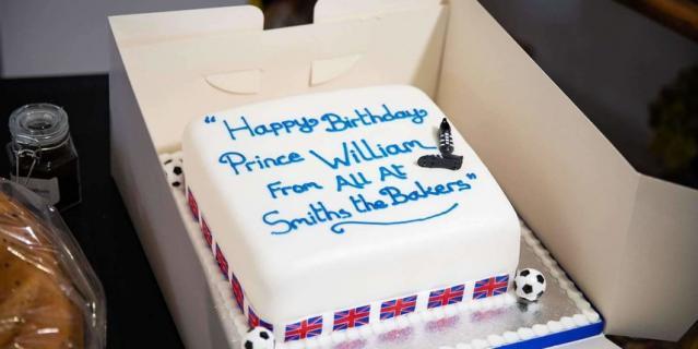 Вот такой торт Уильяму подарили в кондитерской.