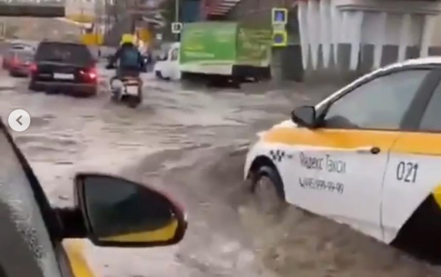 Вот такие последствия грозы в Москве. Фото Instagram @dtp_msc