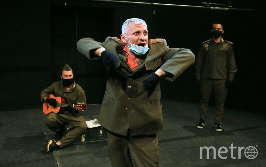 Актёр Олег Жуков научился играть и с маской, и без неё. Фото Василий Кузьмичёнок, Интерпресс