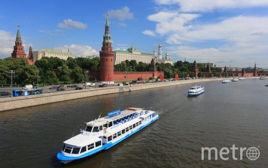 Речной парад на Москве-реке. Фото Василий Кузьмичёнок