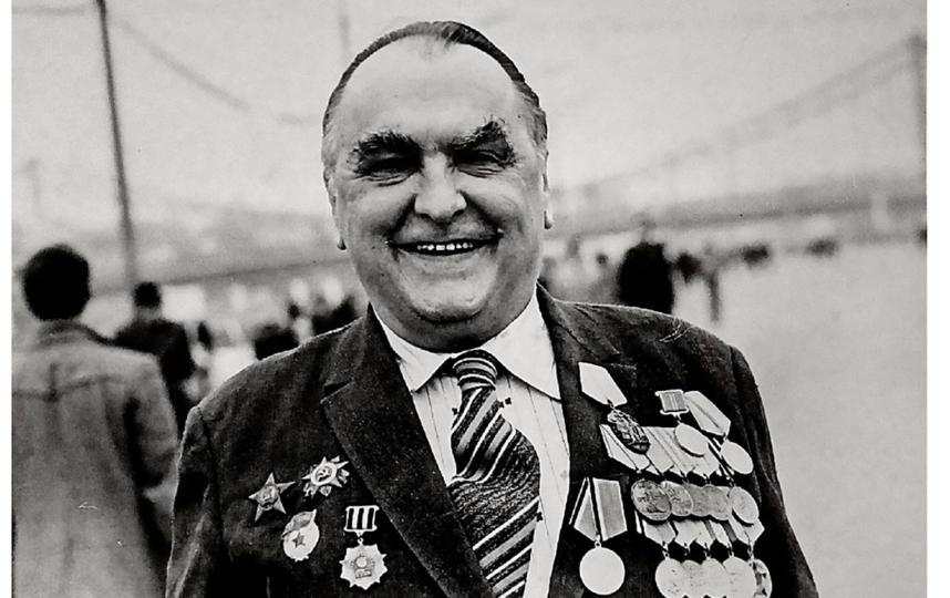 Лейтенант Н.В. Кривенко в День Победы. Москва. 1990-е годы. Фото mos.ru