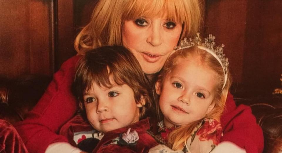 Лиза и Гарри с мамой. Фото Instagram @alla_orfey