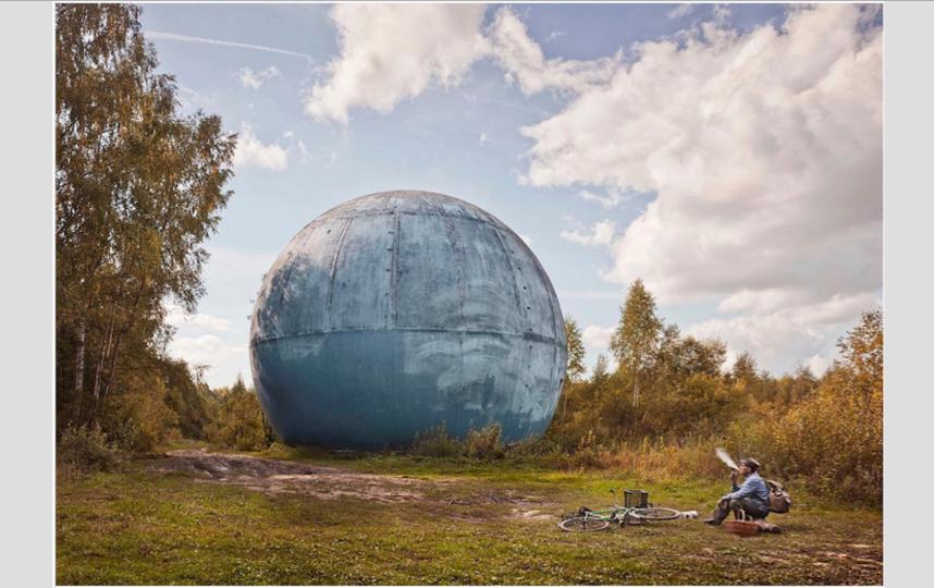 В лесах близ Дубны. Случайный грибник рассказал, что такую огромную антенну использовали раньше военные для наблюдения за небом над столицей.. Фото Франк Херфорт / frankherfort.com