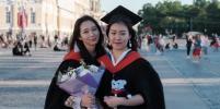 Китаянки-выпускницы устроили фотосессию на Дворцовой и рассказали, как учились онлайн