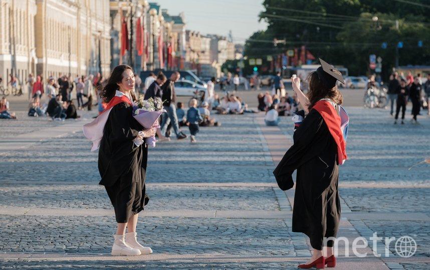 """Девушки собираются преподавать музыку детям в школах Поднебесной, а в свободное время выступать дуэтом. Фото Алена Бобрович, """"Metro"""""""