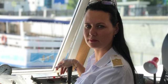 """Евгения Николенко, 33 года, капитан-механик теплохода """"Москва-24""""."""