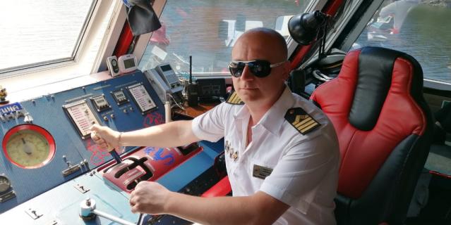 """Евгений Аникин, 34 года, капитан-механик теплохода """"Христина""""."""