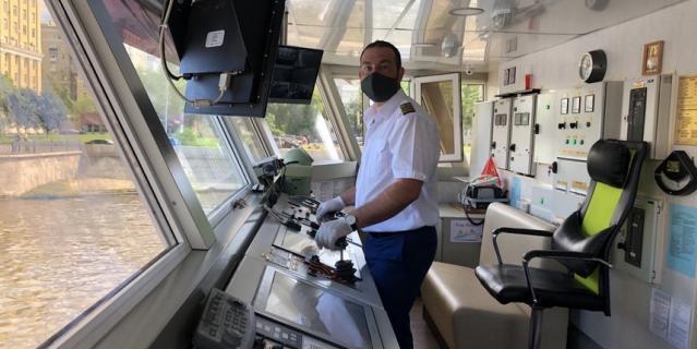 """Денис Потлов, 33 года, капитан-механик теплохода """"ДоброходЪ""""."""