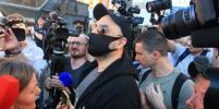 На встрече Серебренникова после оглашения приговора образовалась давка: видео
