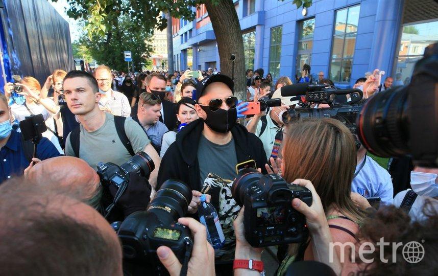 Кирилл Серебренников после выхода из здания Мещанского суда. Фото Василий Кузьмичёнок