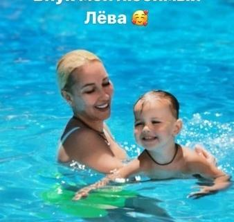 Лера Кудрявцева с внуком.