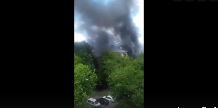 Загорелись четыре квартиры. Фото скриншот: vk.com/yaroslavskee
