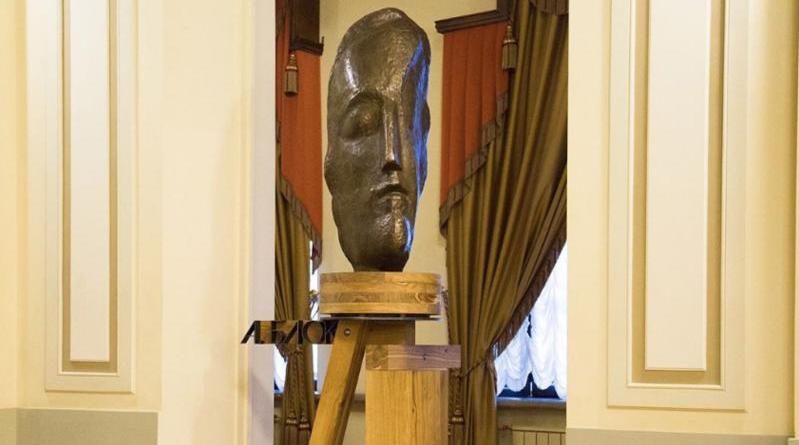 "Скульптура Александра Блока в БДТ. Фото Скриншот Instagram: @bdtspb, ""Metro"""