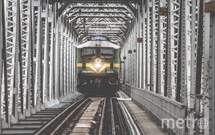 """При попытке сделать селфи на ж/д путях можно быть травмированным подходящим поездом или получить удар электрического тока. Фото pixabay.com, """"Metro"""""""