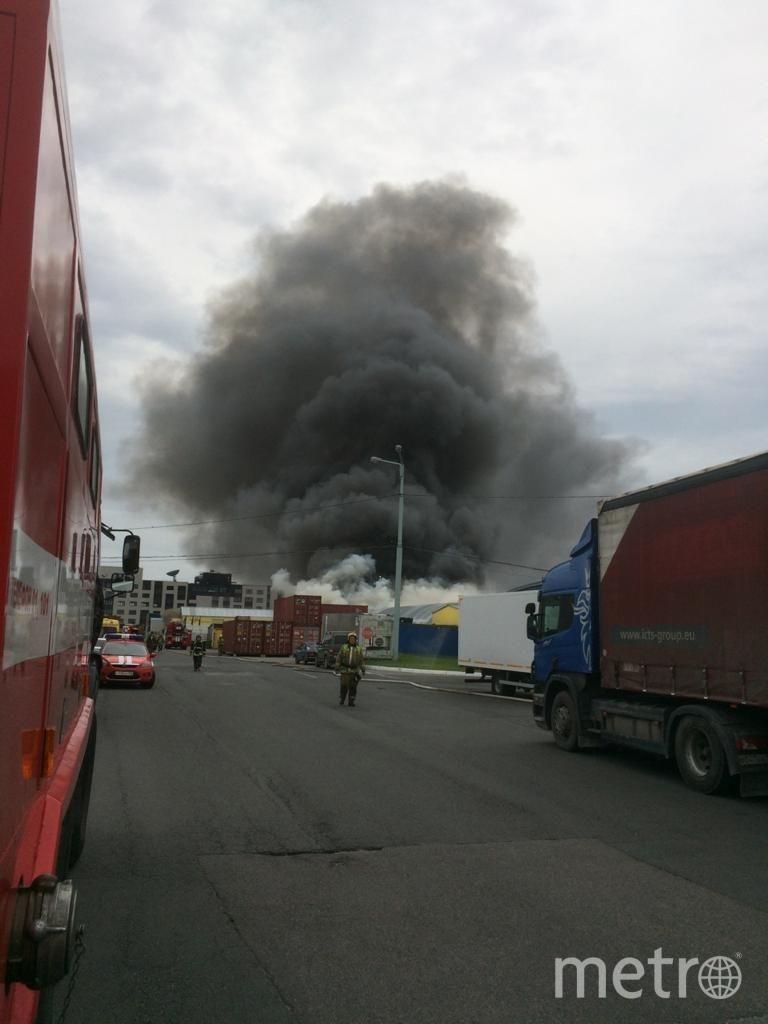 """Пожар было видно издалека. Фото пресс-служба МЧС, """"Metro"""""""