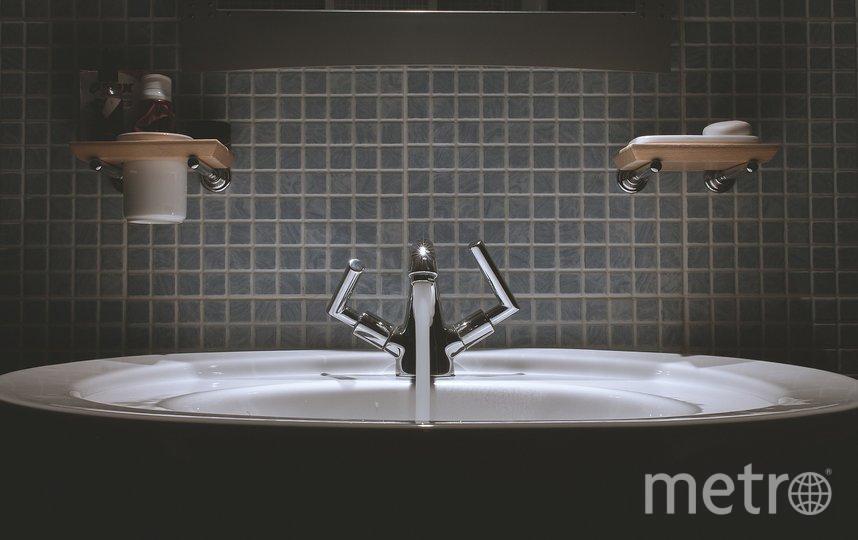 Обычно сначала отключают горячую воду в административных и производственных зданиях. Фото Pixabay