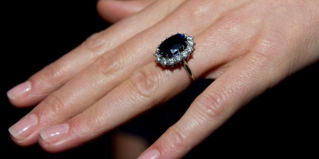 То самое помолвочное кольцо Дианы, но на руке Кейт Миддлтон.