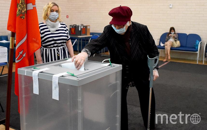 Голосование идёт полным ходом. На фото голосующие, не связанные со статьёй. Фото AFP