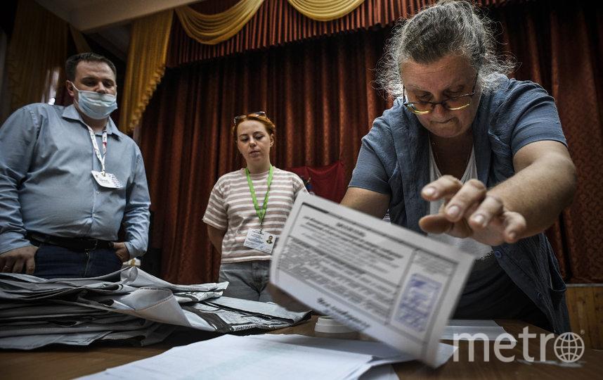 Обработка протоколов после голосования по поправкам в Конституцию продолжается. Фото AFP