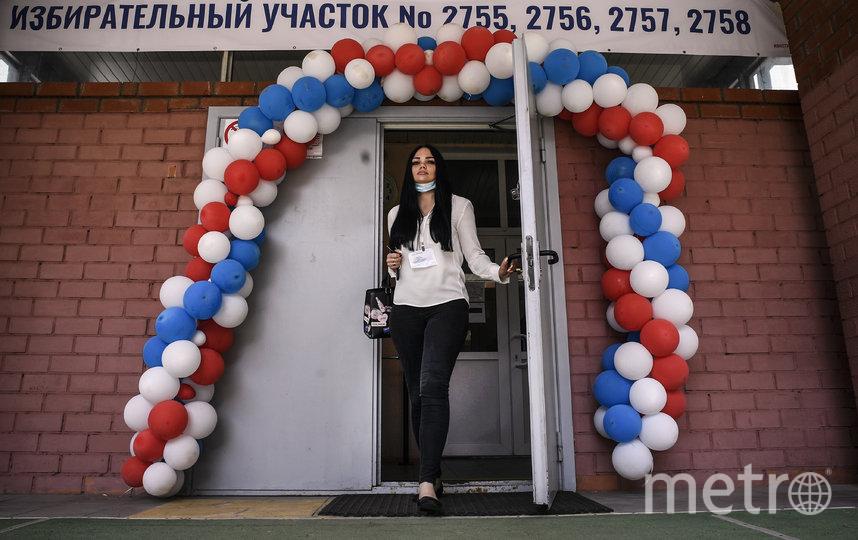 Одна из проголосовавших по поправкам. Фото AFP