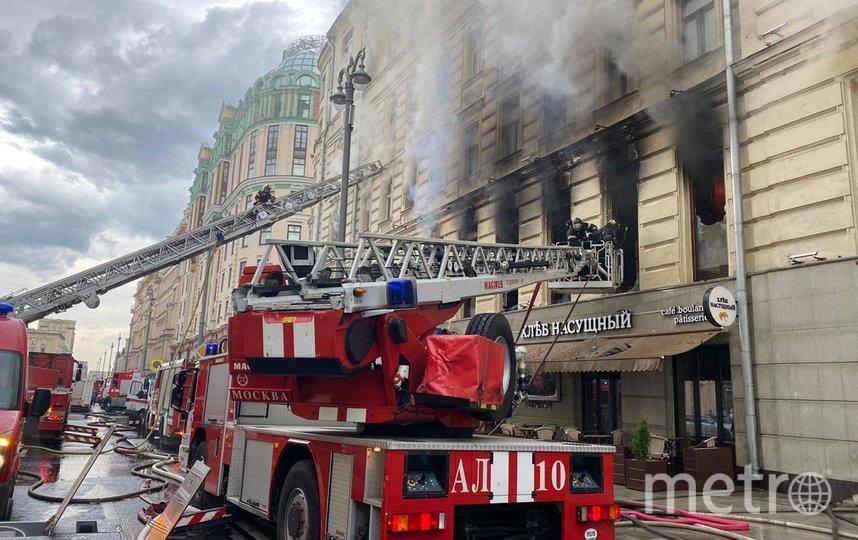 На Тверской загорелся дом, площадь пожара увеличивается. Фото moscow.mchs.ru