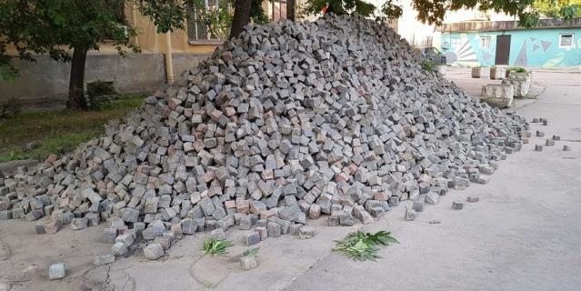 Исторический камень в Тучковом переулке будет сохранён.