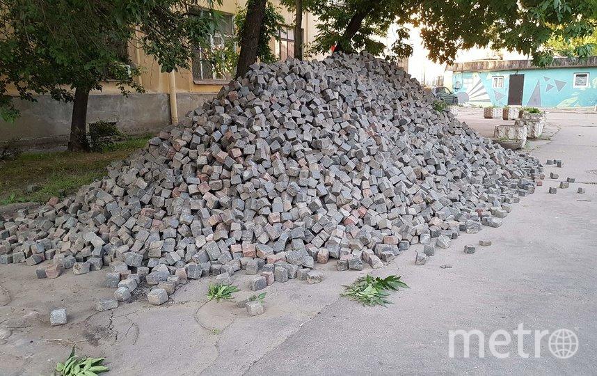 """Исторический камень в Тучковом переулке будет сохранён. Фото https://vk.com/vasilyevskiyostrov, """"Metro"""""""
