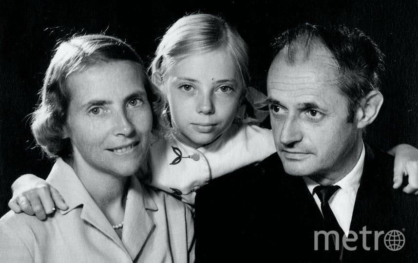 """Семья Джулианы Кёпке (слева направо) – мама Мария, сама Джулиана, отец, профессор Ганс-Вильгельм. Фото предоставила Juliane Diller, """"Metro"""""""