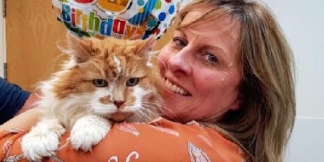 Эту фотографию Мишель и Раббла опубликовала британская ветклиника на своей странице в Facebook в честь 30-летия кота.