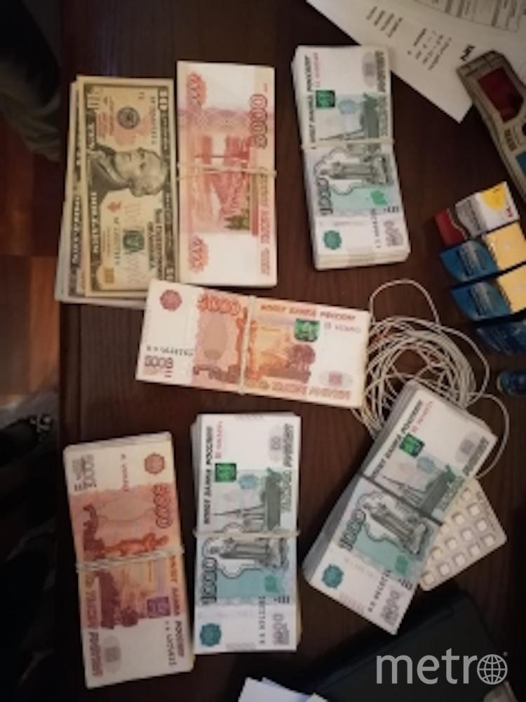В ходе проведённых следователями обысков у фигурантов уголовного дела следствием изъято около 6 миллионов рублей. Фото szsut.sledcom.ru
