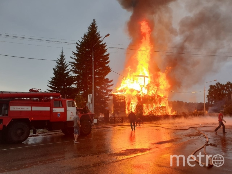 В ликвидации пожара задействованы 41 человек и 14 единиц техники. Фото 70.mchs.gov.ru