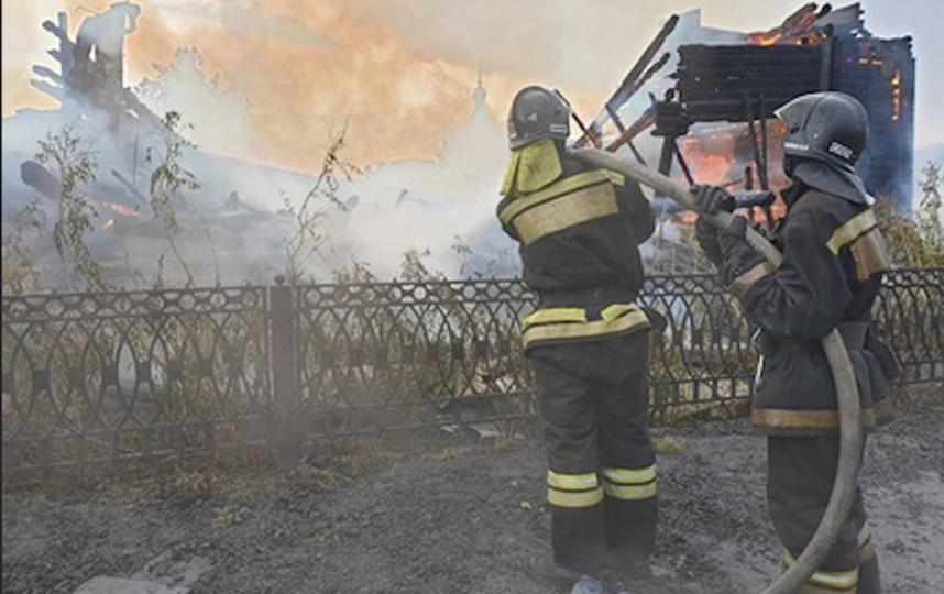 Судя по опубликованным кадрам, храм сгорел дотла. Фото Instagram МЧС России по Томской области