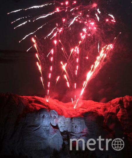 На мероприятии, устроенном в преддверии Дня независимости, был дан салют под музыку. Фото AFP