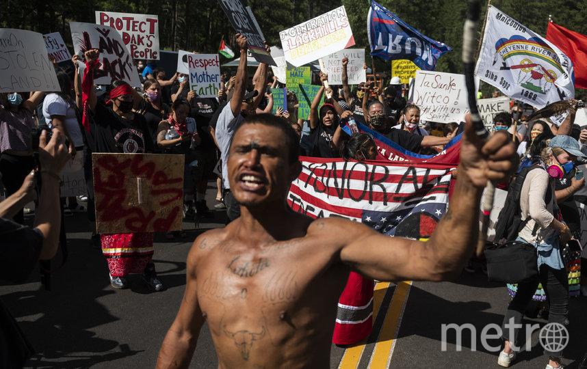 Активисты борьбы за права коренных народов Северной Америки провели митинг против выступления Дональда Трампа у горы Рашмор. Фото AFP