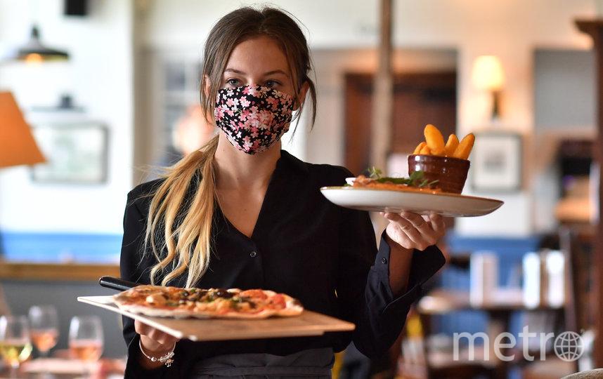 В Великобритании впервые за три месяца открылись пабы, рестораны, гостиницы и кинотеатры. Фото AFP