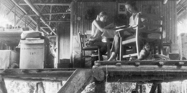Джулиана вместе с мамой, их дом на биостанции Panguana, 1969 год.