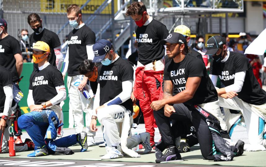 Гонщики решили поддержать акцию другим способом. Фото Getty