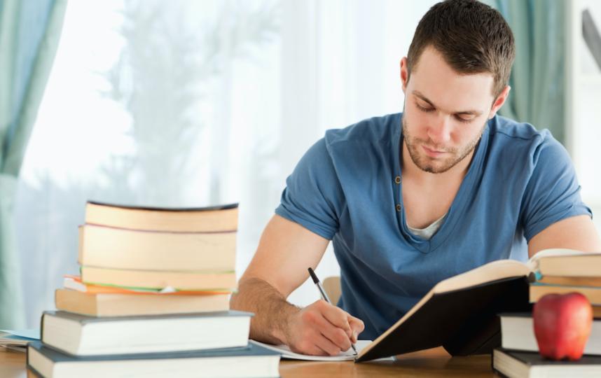 Учиться на дому тоже нужно уметь. Фото depositphotos