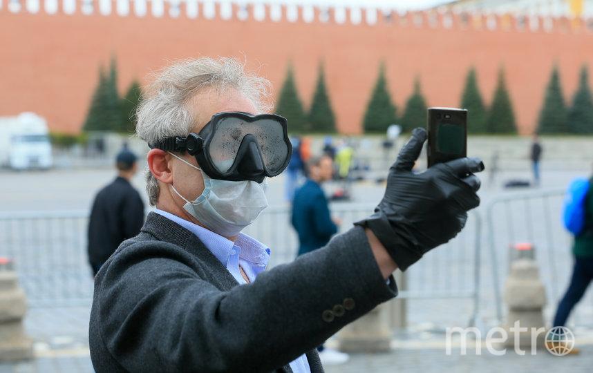 Фото в маске на фоне пустынной Красной площади вошли в моду во время режима ограничений. Фото Василий Кузьмичёнок
