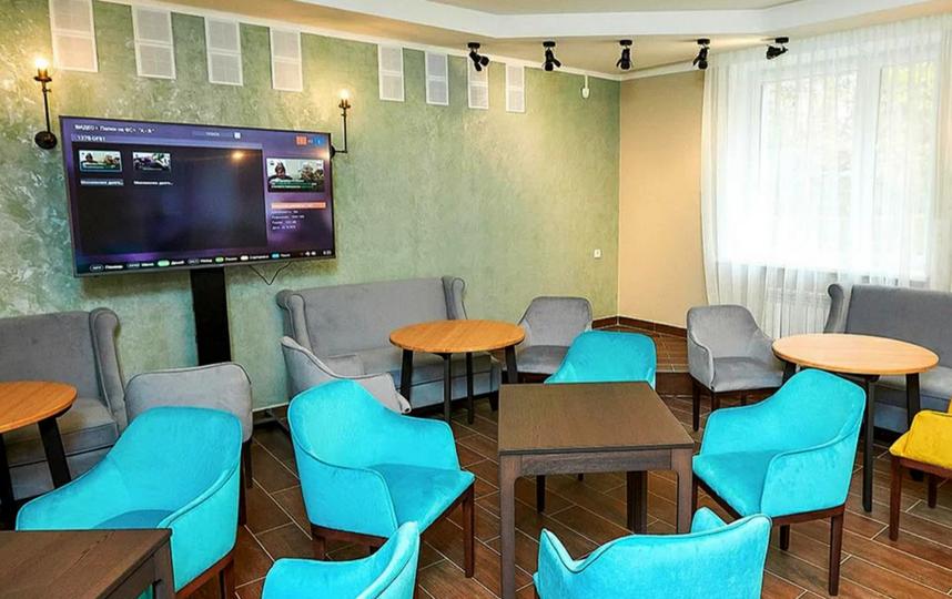 В центрах социального обслуживания столицы вновь открылись комнаты прохлады, где могут отдохнуть от жары люди старшего возраста, инвалиды, люди с хроническими заболеваниями. Фото Максим Денисов, mos.ru