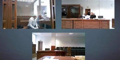 В суде идет заседание по делу Соколова. Историк добился оглашения оскорбляющих его смс от аспирантки