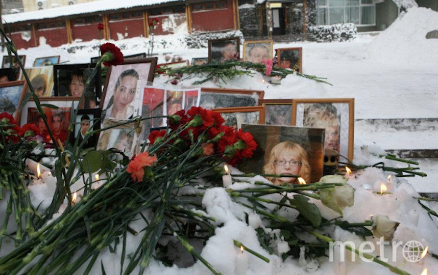 Фотографии с портретами погибших во время пожара (архивное фото). Фото РИА Новости