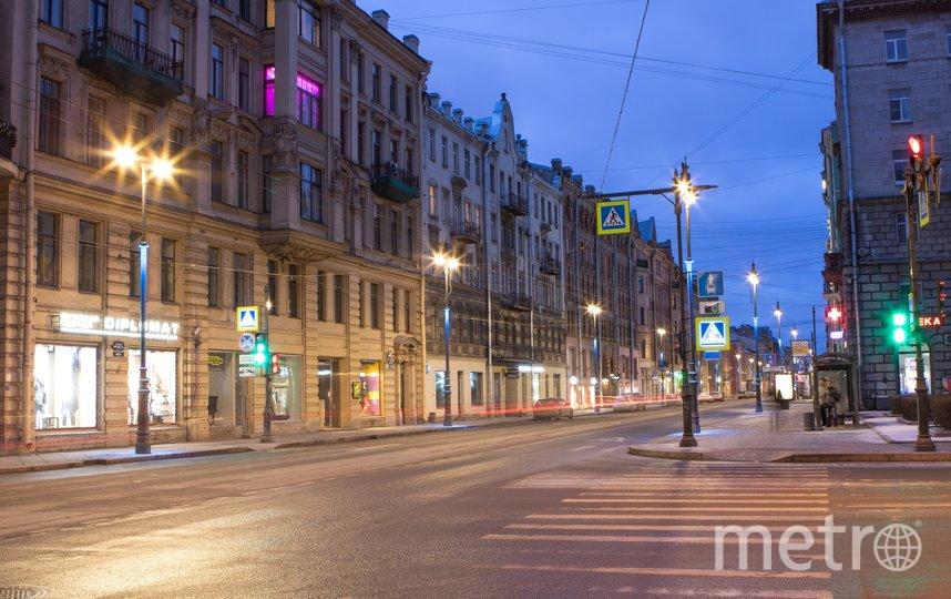 """Большой проспект П.С. подсветили синим всего на две ночи. Фото Ленсвет, """"Metro"""""""
