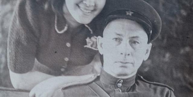 Абрам Кагановский со старшей дочерью Аллой. Вместе они прошли пол-войны.