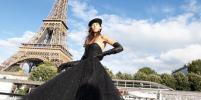 В Париже прошёл кутюрный показ Balmain на барже посреди Сены